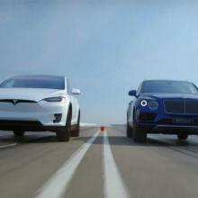 Bentley Bentayga против Tesla Model X Ludicrous - видео