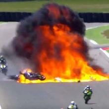 Взрыв топливного бака на мотогонке