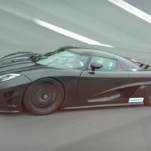 Koenigsegg Agera R соревнуется с Bugatti Veyron Grand Sport