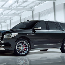 Команда Hennessey Performance гордо демонстрирует 600-сильный Lincoln Navigator