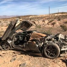 Женщина водитель выжила в страшной аварии на McLaren 720S в Лас Вегасе