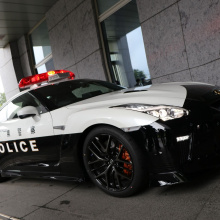 Один парень в Японии пожертвовал этот Nissan GT-R местной полиции