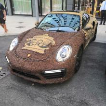 Фанат кофе покрыл свой Porsche 911 Turbo S зернами кофе