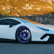 Турбированный Lamborghini Huracan Performante на фиолетовых колесах