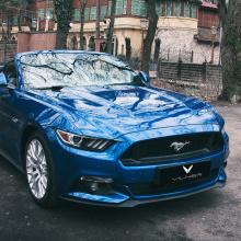 Два идентичных Mustang от команды Vilner