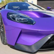 Гонщик IndyCar демонстрирует потрясающий фиолетовый Ford GT