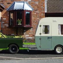 Mini Land Rover с фургоном на продажу - что может быть симпатичнее?