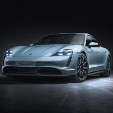 Porsche представляет новый электрифицированный Taycan 4S