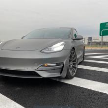 Tesla Model 3 лишь немного медленнее McLaren F1