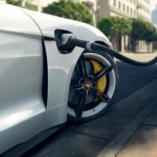 Porsche уже модернизирует аккумуляторы Taycan