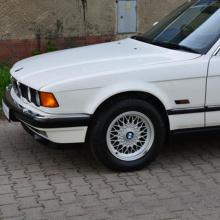 Этот 1992 BMW 7-й серии практически новый