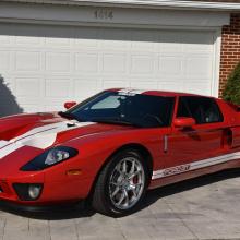 Этот 2005 Ford GT проехал всего 800 км