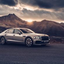 Посмотрете как этот Bentley Flying Spur едет на скорости 340 км/ч
