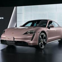 Porsche показывает более дешевый RWD Taycan с большей дальностью хода