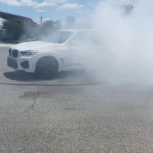 Посмотрите как этот RWD BMW X3 M жжет резину!