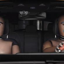 И снова очаровательные манекены из краш-теста Mercedes-Benz