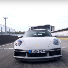 Смотрите как 911 Turbo S устанавливает новый рекорд круга