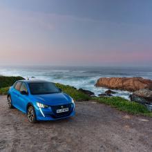 Абсолютно новый Peugeot e-208 побеждает в номинации «Маленький электромобиль года»