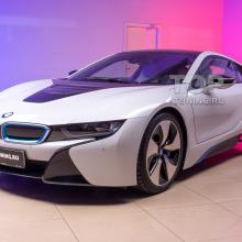 Бронирование оптики и детейлинг салона на BMW i8