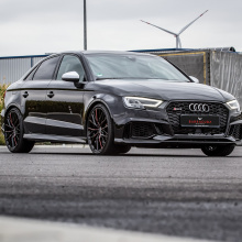 Лимузин Audi RS 3 на дисках Barracuda Ultralight Project 3.0