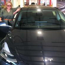 Владелец Tesla Model 3 троллит бестолковых воров