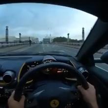 Посмотрите, как водитель разбил Ferrari 812 Superfast и чуть не убил велосипедиста
