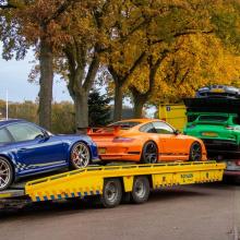 Полицейский рейд на деревню в Нидерландах и захват суперкаров Porsche