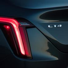 Cadillac поставляет модели CT4 с неправильным значком