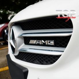 Эмблема в решетку радиатора AMG на Mercedes