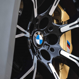 Парящие эмблемы BMW для дисков
