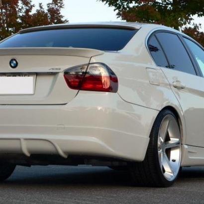 Юбка на задний бампер на BMW 3 E90