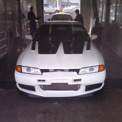 Капот с жабрами и воздухозаборником на Nissan Skyline R32