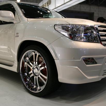 Накладка переднего бампера - обвес на Toyota Land Cruiser 200