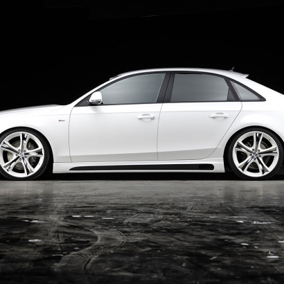 Накладки на пороги на Audi A4 B8