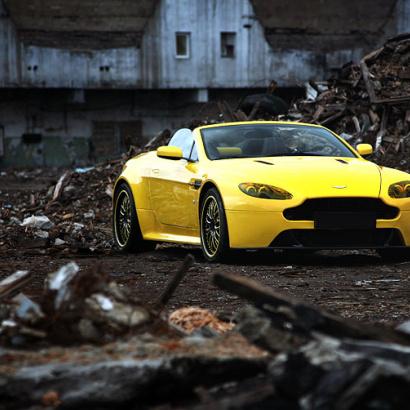 Передний спойлер на Aston Martin Vantage Coupe