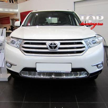 Решетка в бампер на Toyota Highlander 2