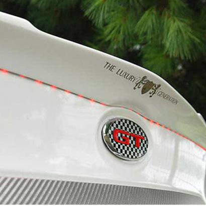 Задний лип-спойлер с LED-подсветкой на Kia Cerato 2