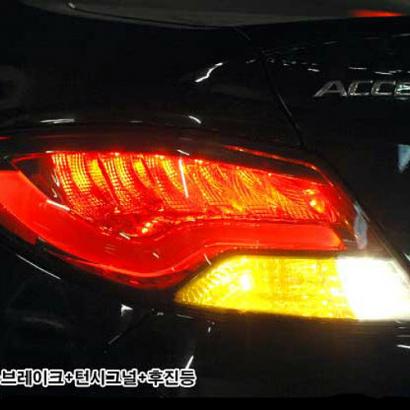 Задняя светодиодная тюнинг-оптика  на Hyundai Solaris