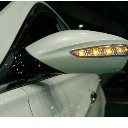 Боковые зеркала складывающиеся с LED повторителями на Hyundai Sonata 6 (YF)