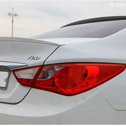 Лип-спойлер на крышку багажника окрашенный на Hyundai Sonata 6 (YF)