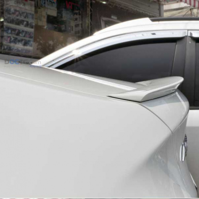 Спойлер на крышку багажника уретановый  на Hyundai Solaris