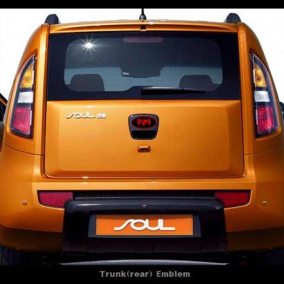 Эмблема на заднюю дверь со светодиодной подсветкой на Kia Soul 1 поколение