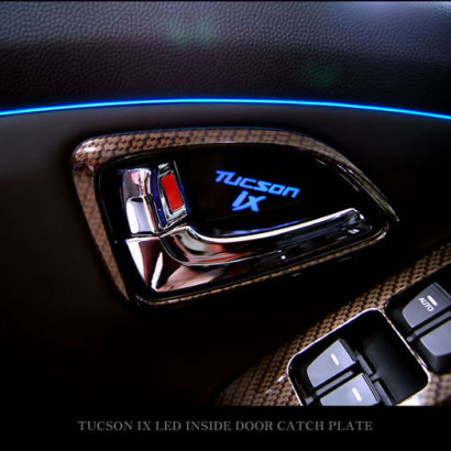Вставки под внутренние ручки дверей с подсветкой на Hyundai ix35