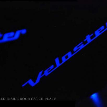 Вставки под внутренние ручки дверей с подсветкой на Hyundai Veloster