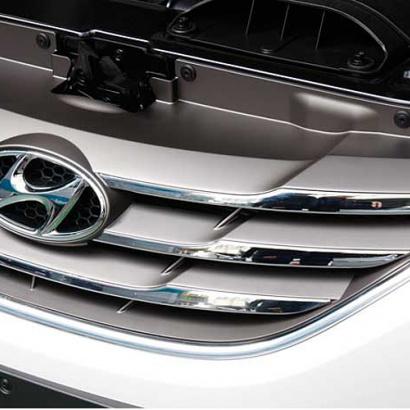 Решетка радиатора + спойлер на капот на Hyundai Sonata 6 (YF)