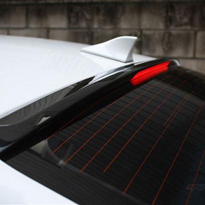 Спойлер на стекло со светодиодной подсветкой на Kia Cerato 3
