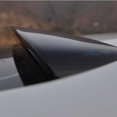 Спойлер на стекло с подсветкой на Kia Cerato 3