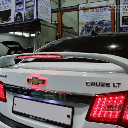 Спойлер на крышку багажника с подсветкой на Chevrolet Cruze 2