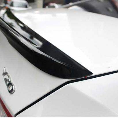 Спойлер на крышку багажника с подсветкой на Hyundai Sonata 6 (YF)