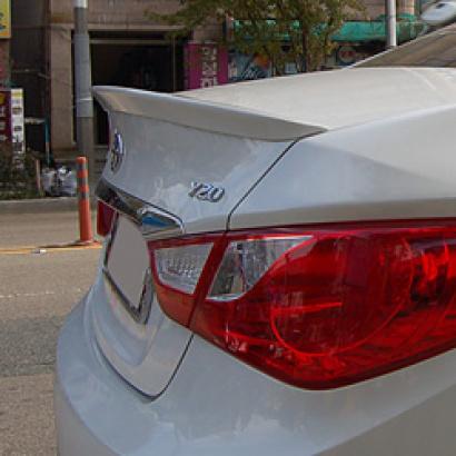 Лип-спойлер на крышку багажника на Hyundai Sonata 6 (YF)
